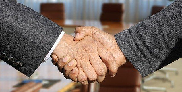 Продление сроков собраний участников ООО и акционеров АО