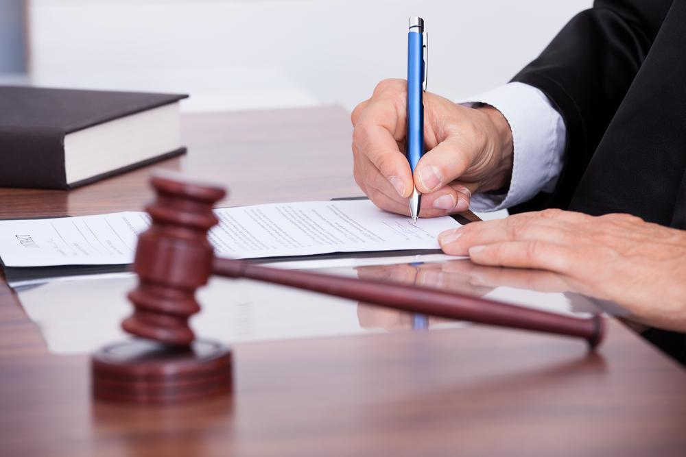 Вступили в силу поправки в Арбитражный процессуальный кодекс РФ, позволяющие компаниям под санкциями, защищать свои права в российских судах